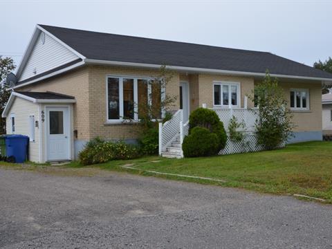 Maison à vendre à Sept-Îles, Côte-Nord, 609, Avenue  Franquelin, 19349275 - Centris