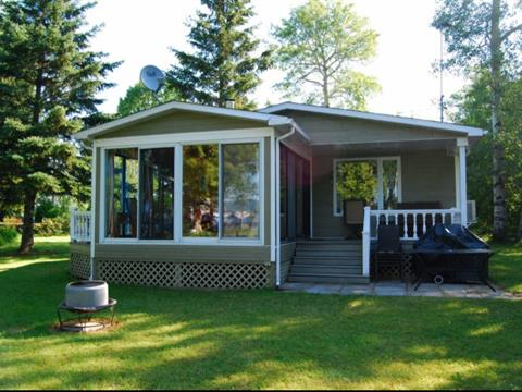 Cottage for sale in Chambord, Saguenay/Lac-Saint-Jean, 109, Chemin de la Baie-Doré, 16354729 - Centris.ca