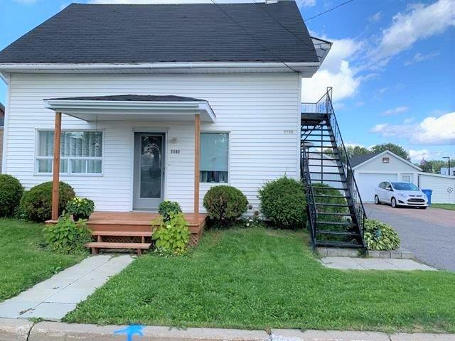 Maison à vendre à Saint-Félicien, Saguenay/Lac-Saint-Jean, 1180 - 1182, Rue  Orléans, 26440520 - Centris.ca