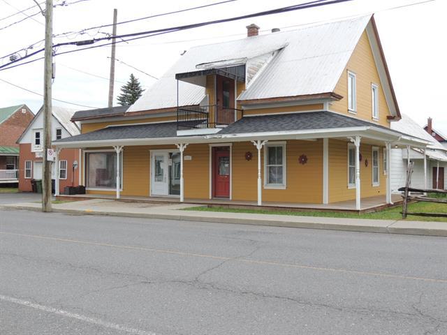 Bâtisse commerciale à vendre à Saint-Germain-de-Grantham, Centre-du-Québec, 255, Rue  Notre-Dame, 23707888 - Centris.ca