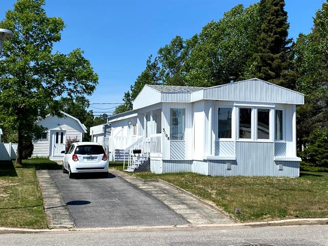 Mobile home for sale in Baie-Comeau, Côte-Nord, 3108, Rue  Saint-Gelais, 16568571 - Centris.ca