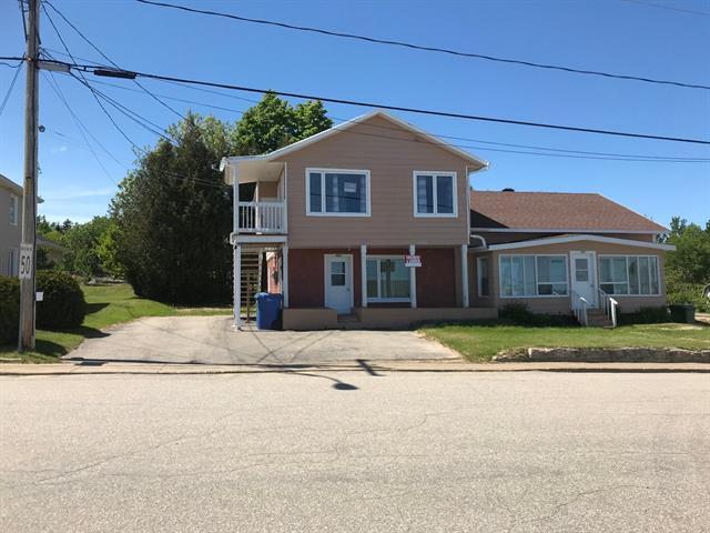 Triplex à vendre à La Malbaie, Capitale-Nationale, 160 - 164, Rue  Saint-Fidèle, 26198769 - Centris.ca