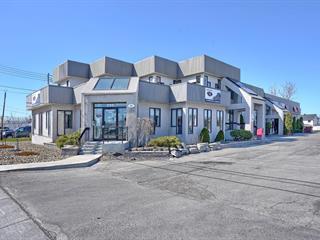 Bâtisse commerciale à louer à Laval (Sainte-Rose), Laval, 255, boulevard  Curé-Labelle, 16063922 - Centris.ca