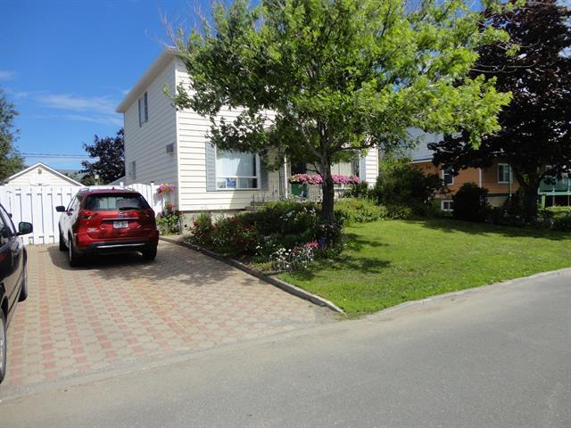 Maison à vendre à Matane, Bas-Saint-Laurent, 423, Rue  Fournier, 11202730 - Centris.ca