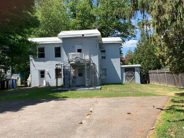 Duplex à vendre à Lachute, Laurentides, 68 - 70, Rue  Water, 17805772 - Centris.ca