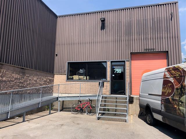Local commercial à vendre à Laval (Chomedey), Laval, 795, boulevard  Curé-Labelle, 10346218 - Centris.ca