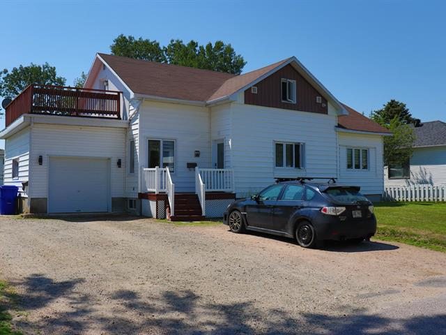 Quintuplex à vendre à Baie-Comeau, Côte-Nord, 545, Rue  De Puyjalon, 28755531 - Centris.ca