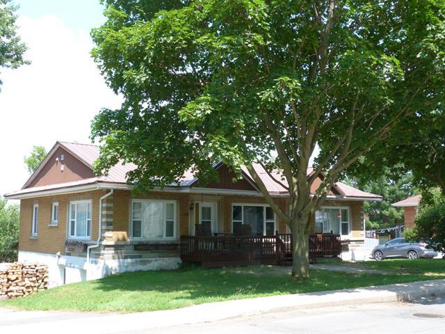 House for sale in Princeville, Centre-du-Québec, 521, Rue  Saint-Jacques Ouest, 12311667 - Centris.ca