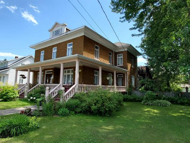 Maison à vendre à Baie-Saint-Paul, Capitale-Nationale, 80, Rue  Sainte-Anne, 23826808 - Centris.ca
