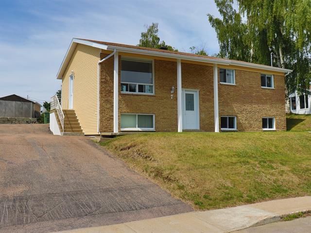 Maison à vendre à Baie-Comeau, Côte-Nord, 7, Avenue  Edwin-Binet, 27472528 - Centris.ca
