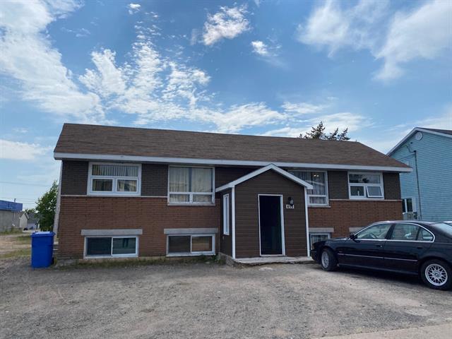 Quadruplex à vendre à Sept-Îles, Côte-Nord, 813 - 815, Avenue  Cartier, 16358890 - Centris.ca