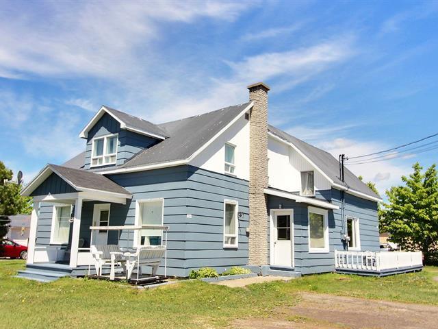 House for sale in Carleton-sur-Mer, Gaspésie/Îles-de-la-Madeleine, 104, Rue  Bélanger, 15001167 - Centris.ca