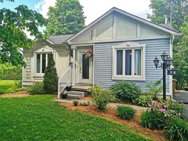 Maison à vendre à Coaticook, Estrie, 38, Rue  Morgan, 22595751 - Centris.ca