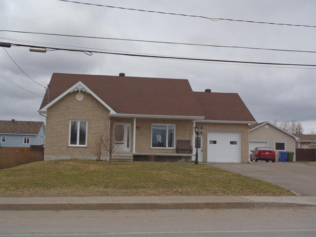 Maison à vendre à Saint-Honoré, Saguenay/Lac-Saint-Jean, 450, Rue de l'Aéroport, 16147600 - Centris.ca