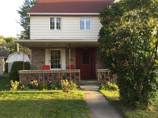 Maison à vendre à Saguenay (Jonquière), Saguenay/Lac-Saint-Jean, 2863, Rue  Berthier, 10459286 - Centris.ca