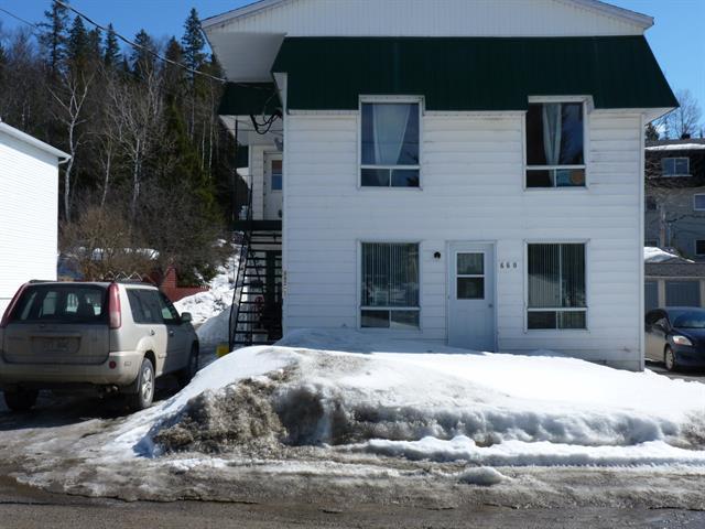 Triplex à vendre à Mont-Laurier, Laurentides, 660 - 662, Rue  Riel, 26302825 - Centris.ca