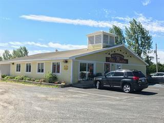 Bâtisse commerciale à vendre à Pointe-à-la-Croix, Gaspésie/Îles-de-la-Madeleine, 22, boulevard  Perron Est, 10079021 - Centris.ca