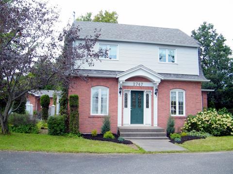 Maison à vendre à Fleurimont (Sherbrooke), Estrie, 2747, Rue  King Est, 23869462 - Centris.ca