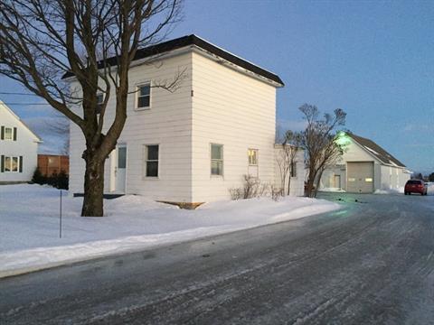 House for sale in Saint-Célestin - Village, Centre-du-Québec, 655, Rue  Houde, 24249328 - Centris.ca