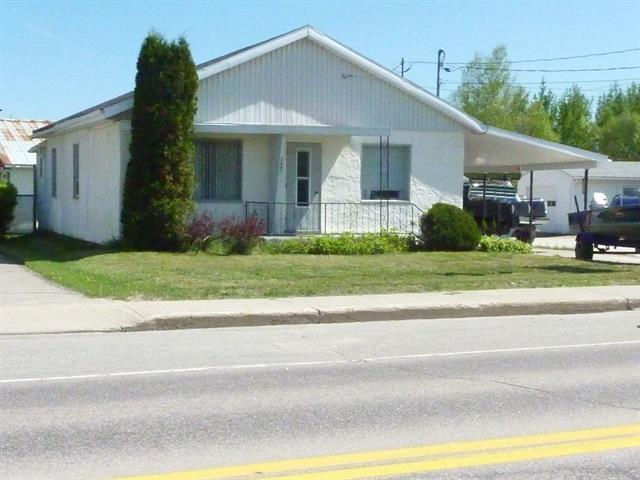 Commercial building for sale in Dolbeau-Mistassini, Saguenay/Lac-Saint-Jean, 2640, boulevard  Wallberg, 22486392 - Centris.ca