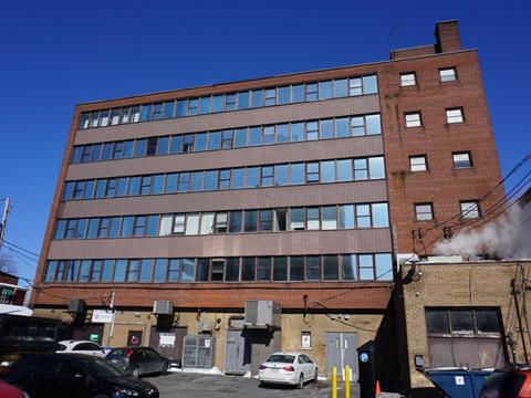 Commercial unit for rent in Saint-Lambert (Montérégie), Montérégie, 465, Avenue  Victoria, suite 122, 22121352 - Centris.ca