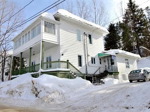 House for sale in Témiscouata-sur-le-Lac, Bas-Saint-Laurent, 2440 - 2440A, Rue  Commerciale Sud, 28210236 - Centris.ca