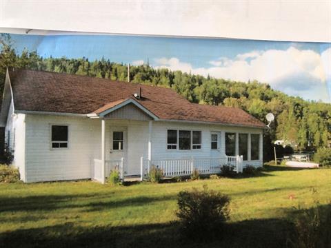 Chalet à vendre à Saint-Fulgence, Saguenay/Lac-Saint-Jean, 1330, Route de Tadoussac, 18553678 - Centris.ca