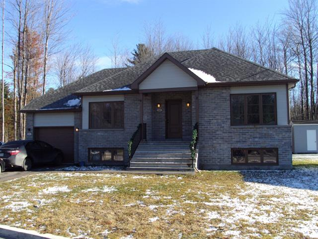 Duplex à vendre à Lachute, Laurentides, 13 - 13A, Rue  Brouillet, 11797026 - Centris.ca