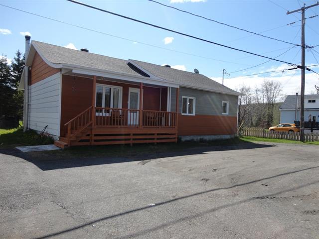 House for sale in Saint-René-de-Matane, Bas-Saint-Laurent, 206, Route  195, 9177513 - Centris.ca