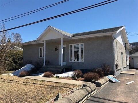 Maison à vendre à L'Anse-Saint-Jean, Saguenay/Lac-Saint-Jean, 13, Rue des Coteaux, 15692291 - Centris.ca