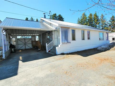 House for sale in Témiscouata-sur-le-Lac, Bas-Saint-Laurent, 924, Rue  Commerciale Nord, 10904625 - Centris.ca
