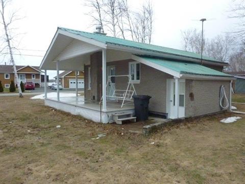 Maison à vendre à Dolbeau-Mistassini, Saguenay/Lac-Saint-Jean, 211, Rue de la Pointe, 11836148 - Centris.ca