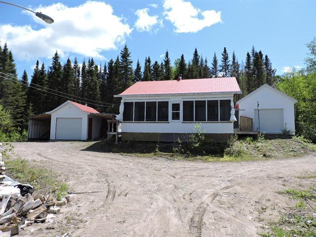 Cottage for sale in Rivière-Mistassini, Saguenay/Lac-Saint-Jean, Lac  Villeneuve, 20304270 - Centris.ca
