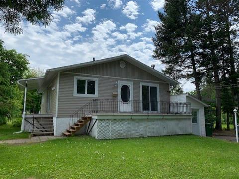 Maison à vendre à Mont-Laurier, Laurentides, 448, Rue  Coursol, 9366489 - Centris.ca