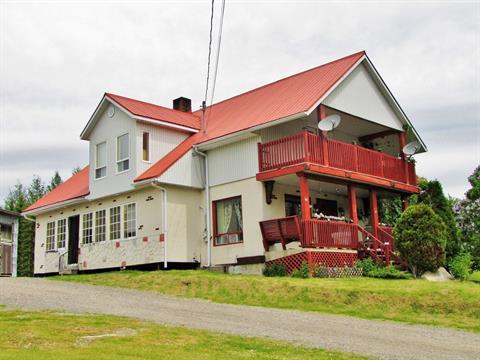 Fermette à vendre in Saint-Félix-d'Otis, Saguenay/Lac-Saint-Jean, 86, Rue  Principale, 11105934 - Centris.ca