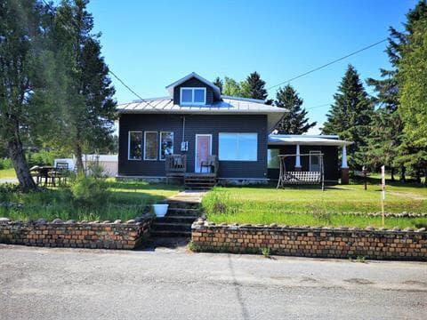 Maison à vendre à Desbiens, Saguenay/Lac-Saint-Jean, 593, Rue  Néron, 28714086 - Centris.ca