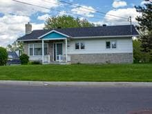 House for sale in Témiscouata-sur-le-Lac, Bas-Saint-Laurent, 2, Rue  Monseigneur-Cyr, 16861386 - Centris.ca