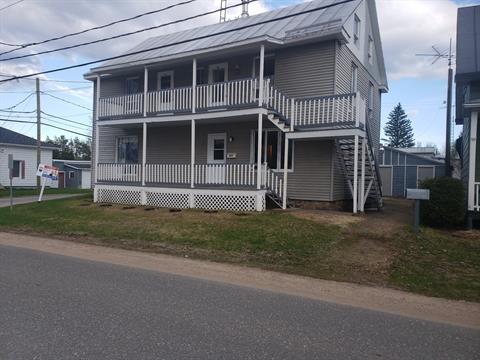 Triplex à vendre à Charette, Mauricie, 452 - 456, Rue de l'Église, 13236714 - Centris.ca