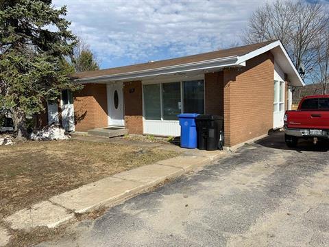 Maison à vendre à Témiscaming, Abitibi-Témiscamingue, 99, Rue  Boucher, 9441190 - Centris.ca