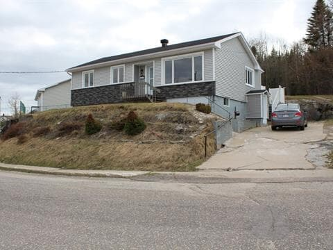 House for sale in Baie-Comeau, Côte-Nord, 25, Avenue  De Vaudreuil, 21451235 - Centris.ca