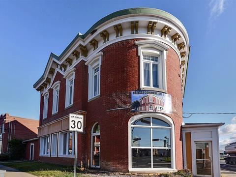 Bâtisse commerciale à vendre à Acton Vale, Montérégie, 925 - 927, Rue  Landry, 17646058 - Centris.ca