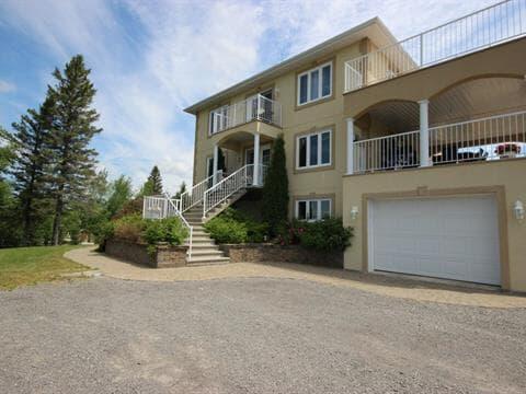 Maison à vendre à Chicoutimi (Saguenay), Saguenay/Lac-Saint-Jean, 286, Rue  Comtois, 26232169 - Centris
