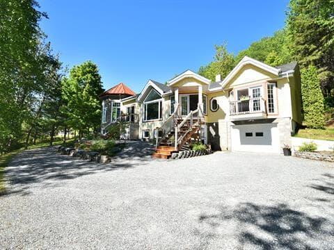 Cottage for sale in Rivière-Bleue, Bas-Saint-Laurent, 140, Chemin  Brissette, 14156787 - Centris.ca