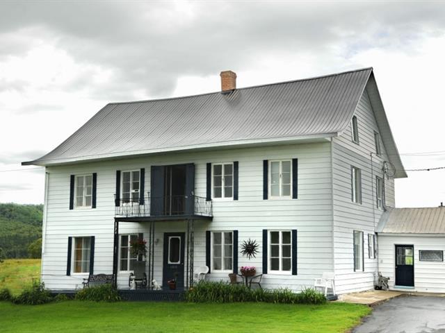 House for sale in Les Éboulements, Capitale-Nationale, 2201 - 2203, Route du Fleuve, 23475700 - Centris.ca