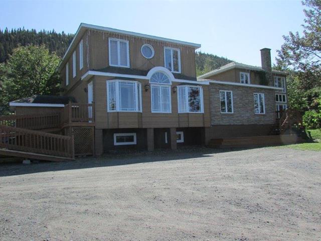 Maison à vendre à Sainte-Anne-des-Monts, Gaspésie/Îles-de-la-Madeleine, 203, boulevard  Perron Est, 23312223 - Centris.ca