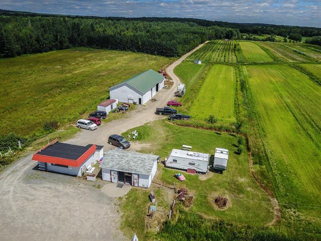 Farm for sale in Sainte-Angèle-de-Prémont, Mauricie, 2100, Rang de Waterloo, 27955414 - Centris.ca