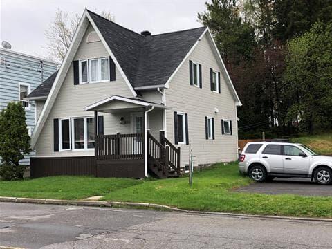 Maison à vendre à Alma, Saguenay/Lac-Saint-Jean, 456, Rue  Scott Ouest, 26200743 - Centris.ca