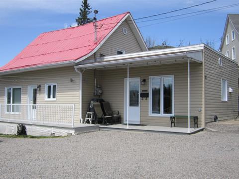 Maison à vendre à Chicoutimi (Saguenay), Saguenay/Lac-Saint-Jean, 52, Rue  Saint-Isidore, 15736433 - Centris.ca