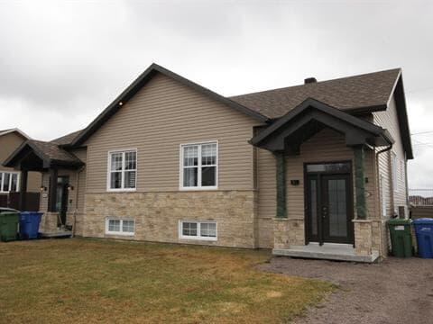 Maison à vendre à Chicoutimi (Saguenay), Saguenay/Lac-Saint-Jean, Rue  Gabriel, 11001174 - Centris