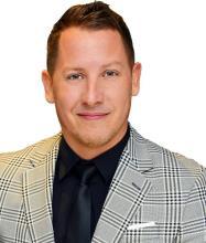 Mathieu Carrière, Courtier immobilier